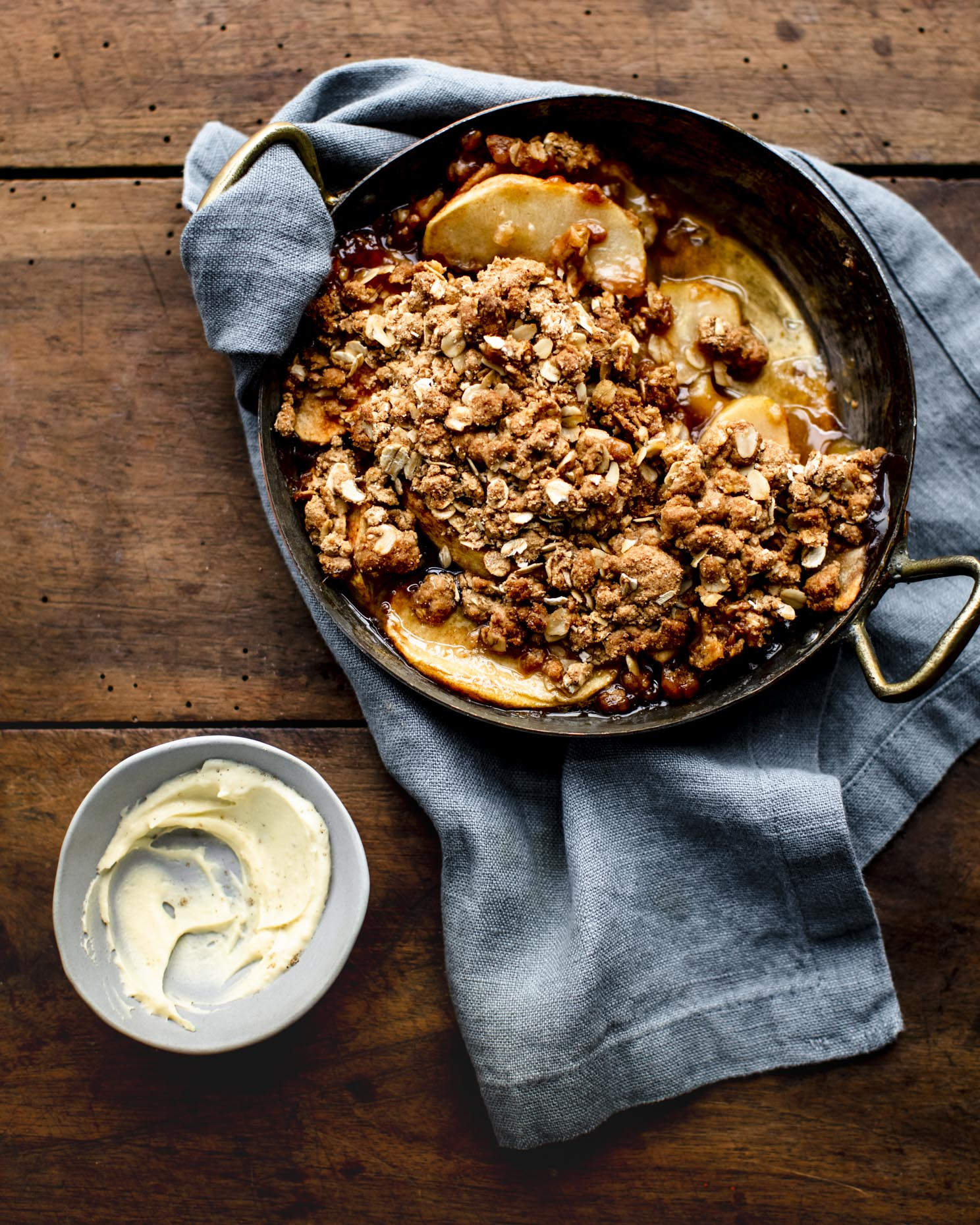 larsen_apple_crisp_with_cardamom_custard_0070